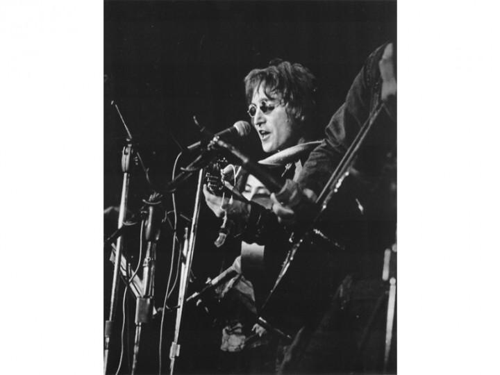 15-Leni-Sinclair-John_Lennon